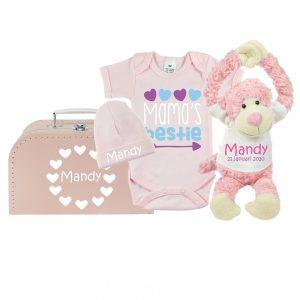 Gift set baby met bedrukte romper, koffertje met naam, babymuts met naam, knuffel met naam